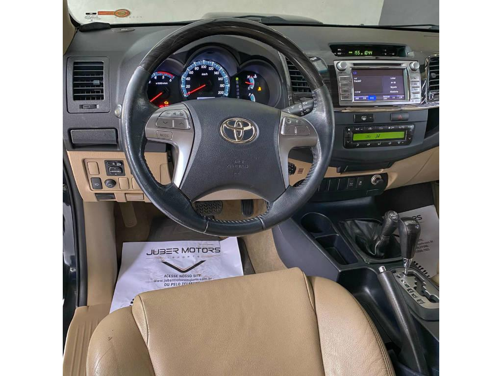 Toyota Hilux SW4 SRV 4X4 2015